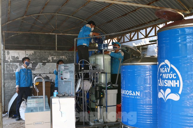 Trao tặng 13 hệ thống lọc nước nhiễm mặn cho Đồng bằng sông Cửu Long ảnh 7