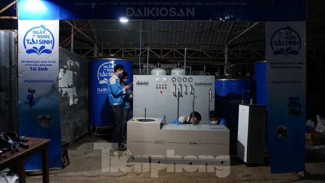 Trao tặng 13 hệ thống lọc nước nhiễm mặn cho Đồng bằng sông Cửu Long ảnh 8