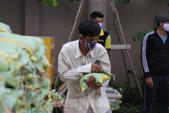 Trường ĐH ở TPHCM đặt 'ATM gạo' phát 13 tấn gạo cho người nghèo ảnh 1