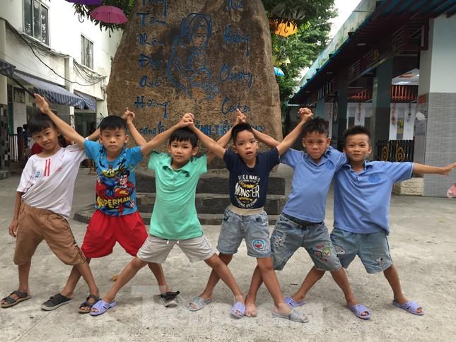 'Tiền Phong tiếp sức cộng đồng' đến với Trung tâm nhân đạo Quê Hương ảnh 3