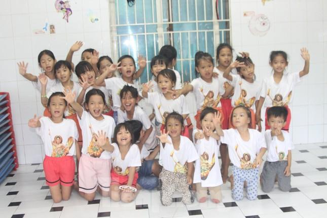 'Tiền Phong tiếp sức cộng đồng' đến với Trung tâm nhân đạo Quê Hương ảnh 2