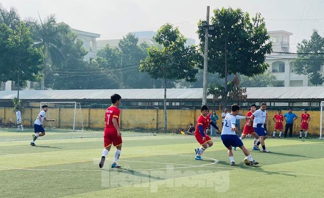 Đội bóng Trường THPT Thành Nhân vô địch giải Tiền Phong Champion Cup 2020 ảnh 2