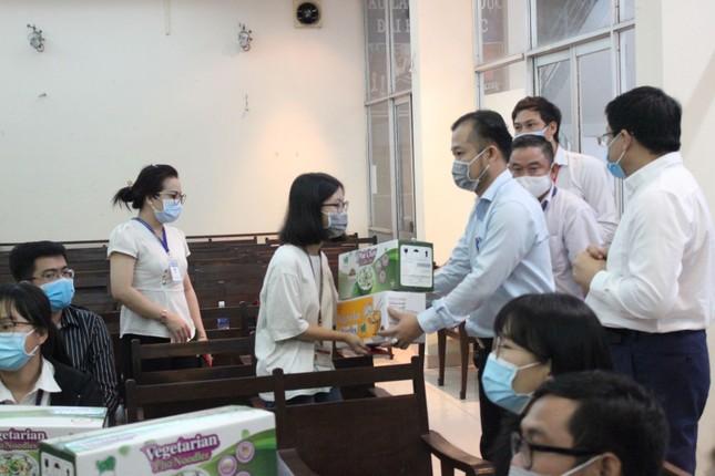 17 sinh viên ĐH Y dược TPHCM không về quê đón tết, tình nguyện ở lại chống dịch ảnh 1