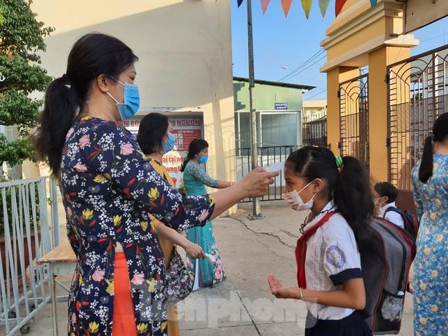 Gần 1,7 triệu học sinh TPHCM chính thức quay lại trường học ảnh 3