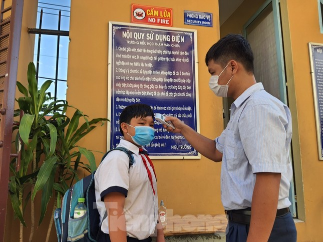 Gần 1,7 triệu học sinh TPHCM chính thức quay lại trường học ảnh 2