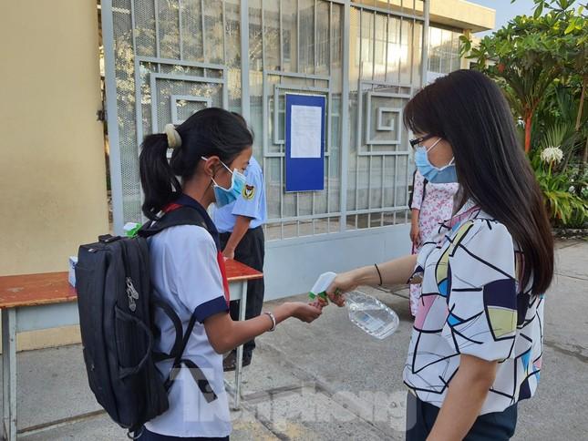 Gần 1,7 triệu học sinh TPHCM chính thức quay lại trường học ảnh 5
