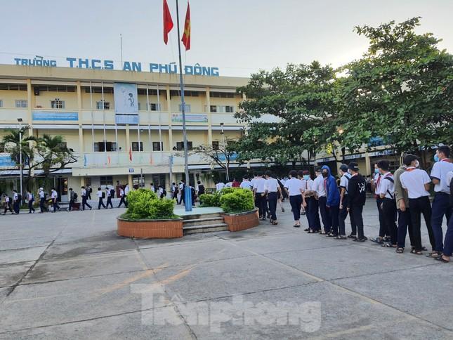 Gần 1,7 triệu học sinh TPHCM chính thức quay lại trường học ảnh 6