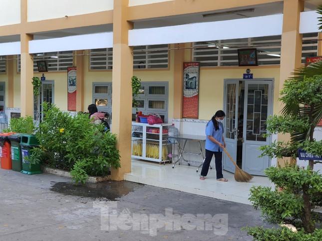 Gần 1,7 triệu học sinh TPHCM chính thức quay lại trường học ảnh 9