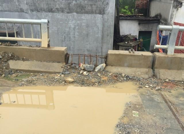 Bê tông lót xốp ở cầu vượt sông ở Hà Nội ảnh 6