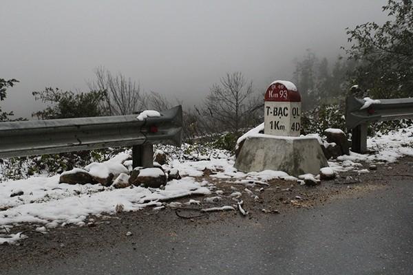 Nhiệt độ giảm xuống 0 độ C, Sa Pa xuất hiện mưa tuyết ảnh 1