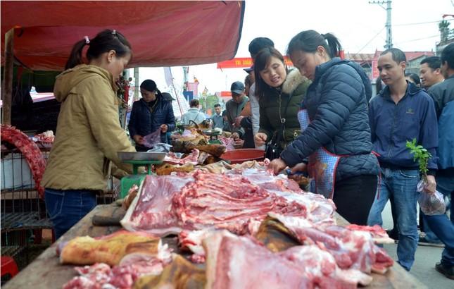 Chen chân 'mua may bán rủi' ở chợ Viềng trước giờ khai hội ảnh 6