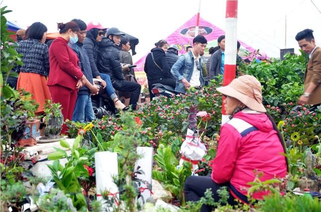 Chen chân 'mua may bán rủi' ở chợ Viềng trước giờ khai hội ảnh 7