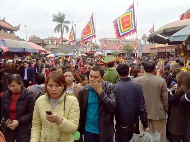 Chen chân 'mua may bán rủi' ở chợ Viềng trước giờ khai hội ảnh 1