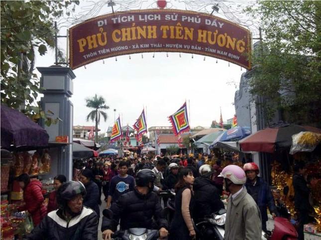Chen chân 'mua may bán rủi' ở chợ Viềng trước giờ khai hội ảnh 4