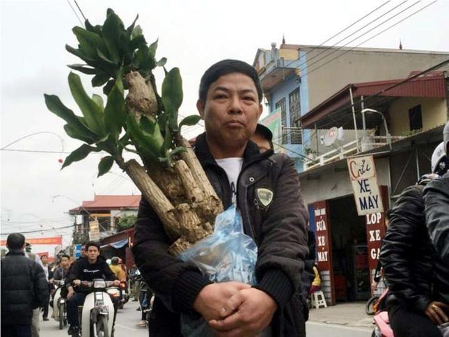 Chen chân 'mua may bán rủi' ở chợ Viềng trước giờ khai hội ảnh 8