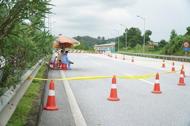 Gia cố cầu hư hỏng sau vụ cháy xe bồn trên cao tốc Nội Bài - Lào Cai ảnh 2