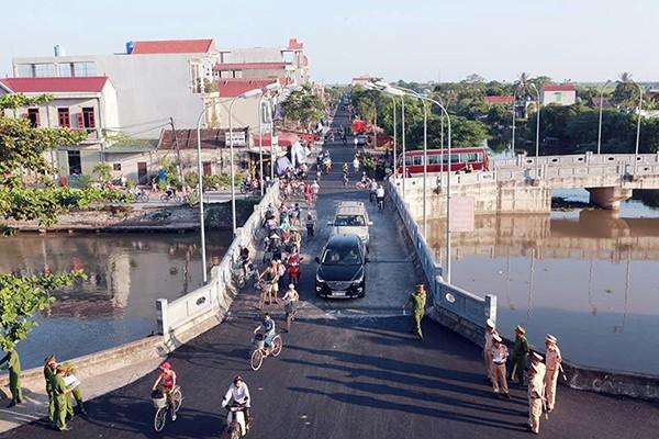 Người dân quê nhà viếng Chủ tịch nước Trần Đại Quang ảnh 10