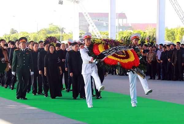 Người dân quê nhà viếng Chủ tịch nước Trần Đại Quang ảnh 2