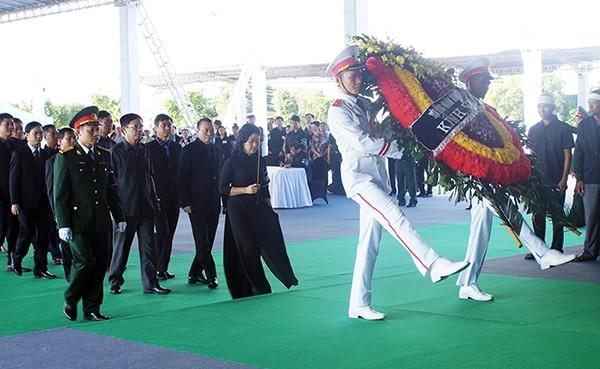 Người dân quê nhà viếng Chủ tịch nước Trần Đại Quang ảnh 3