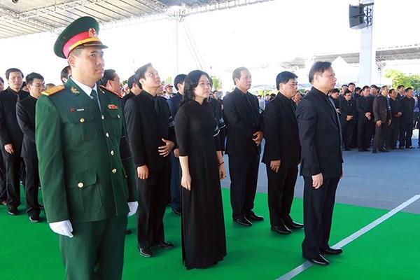 Người dân quê nhà viếng Chủ tịch nước Trần Đại Quang ảnh 5
