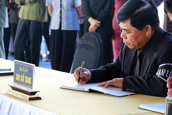 Người dân quê nhà viếng Chủ tịch nước Trần Đại Quang ảnh 9