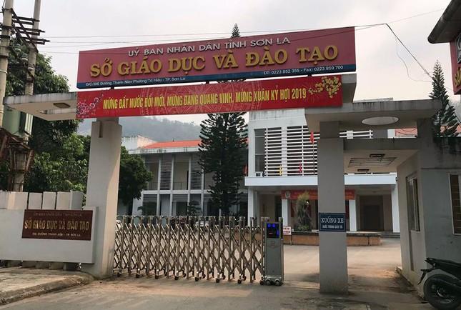 Giữa 'tâm bão' gian lận thi, Giám đốc Sở GD&ĐT Sơn La nghỉ phép 8 ngày ảnh 1
