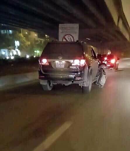 Ô tô biển xanh 80A gây tai nạn rồi bỏ chạy ở Hà Nội ảnh 2
