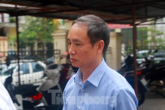 Vợ và em gái ông Triệu Tài Vinh vắng mặt tại tòa xử gian lận thi ở Hà Giang ảnh 4