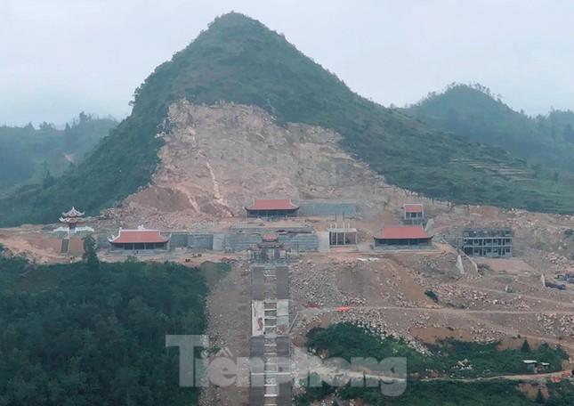 Cận cảnh siêu dự án 'bạt núi' làm du lịch ở Lũng Cú vừa bị đình chỉ ảnh 1