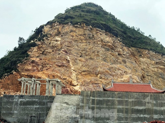 Cận cảnh siêu dự án 'bạt núi' làm du lịch ở Lũng Cú vừa bị đình chỉ ảnh 2
