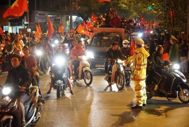 Cảnh sát Hà Nội hóa trang chống đua xe đêm giao thừa ảnh 2