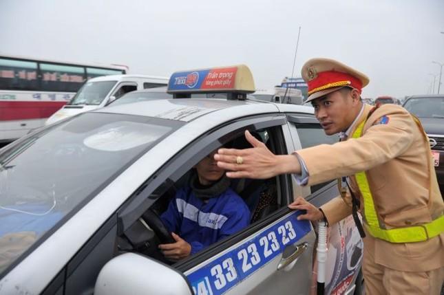 6 ngày nghỉ Tết, 2.298 'ma men' lái xe bị CSGT xử phạt ảnh 1
