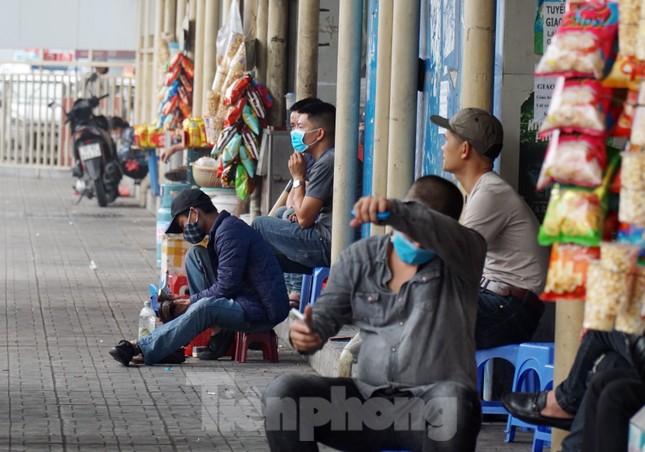 Ngày đầu bắt buộc đeo khẩu trang nơi công cộng ở Hà Nội ảnh 14