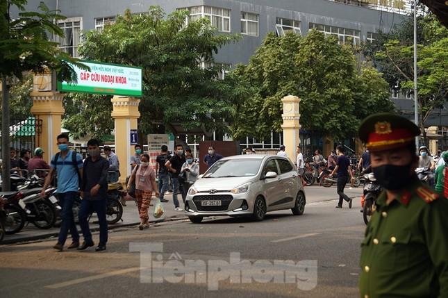 Theo chân cảnh sát đi tuần, phạt người không đeo khẩu trang nơi công cộng ảnh 9