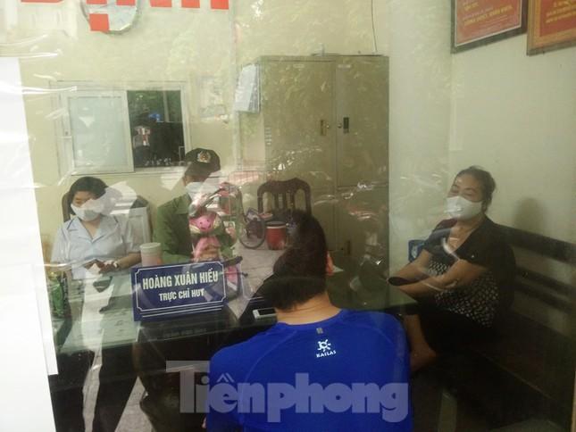 Theo chân cảnh sát đi tuần, phạt người không đeo khẩu trang nơi công cộng ảnh 13