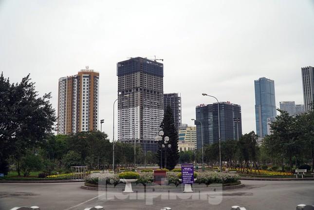 Công viên ở Hà Nội đồng loạt đóng cửa để cách ly toàn xã hội ảnh 4
