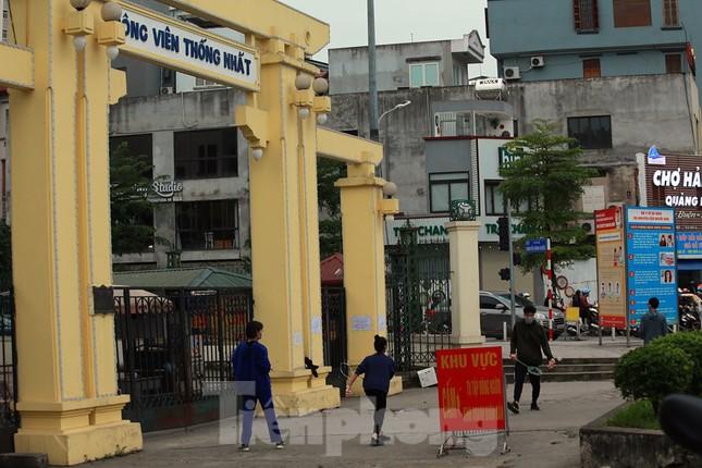 Công viên ở Hà Nội đồng loạt đóng cửa để cách ly toàn xã hội ảnh 9