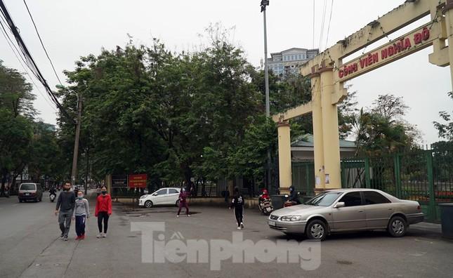 Công viên ở Hà Nội đồng loạt đóng cửa để cách ly toàn xã hội ảnh 1