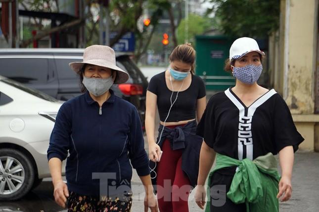 Công viên ở Hà Nội đồng loạt đóng cửa để cách ly toàn xã hội ảnh 3