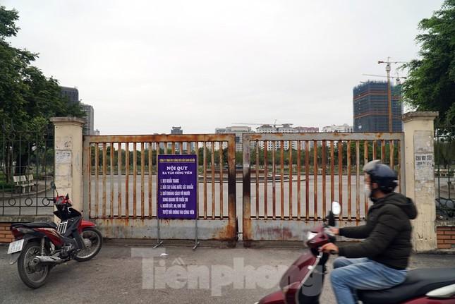 Công viên ở Hà Nội đồng loạt đóng cửa để cách ly toàn xã hội ảnh 5