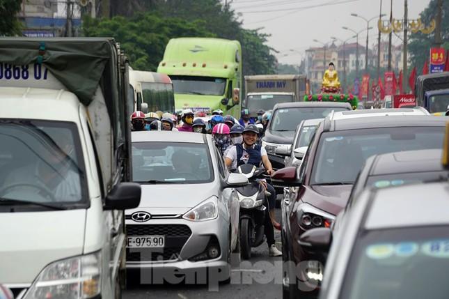 Người dân ùn ùn về quê ngày 30/4, nhiều tuyến phố Hà Nội tê liệt ảnh 3