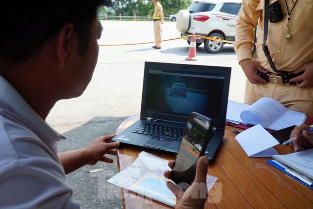 Mục kích cảnh sát tổng kiểm soát giao thông trên cao tốc Nội Bài - Lào Cai ảnh 6