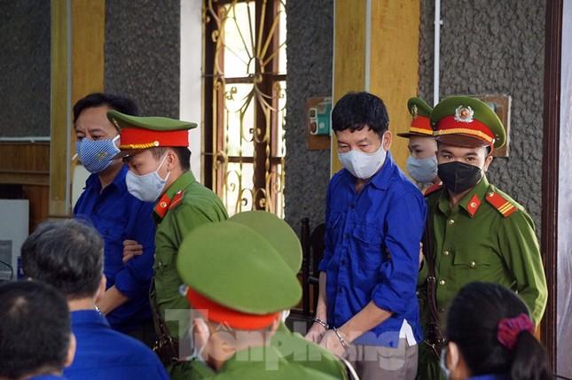 Cận cảnh phiên xét xử 12 bị cáo trong vụ gian lận điểm thi ở Sơn La ảnh 7