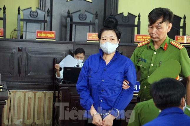 Cận cảnh phiên xét xử 12 bị cáo trong vụ gian lận điểm thi ở Sơn La ảnh 8