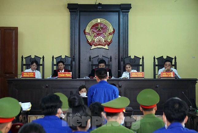 Xét xử gian lận thi ở Sơn La: Cựu Giám đốc sở giáo dục nhờ cấp dưới giúp cho 8 thí sinh ảnh 1