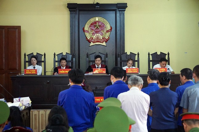 Nhận tiền nâng điểm, cựu Trưởng phòng Khảo thí Sơn La lĩnh 21 năm tù ảnh 4