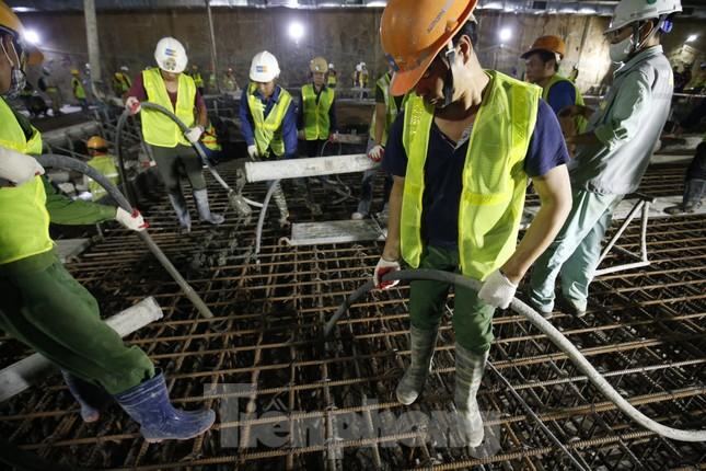 Trắng đêm đổ bê tông hợp long ga ngầm trên phố Kim Mã ảnh 8