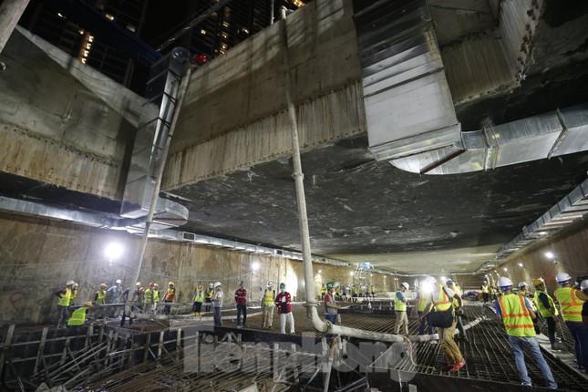 Trắng đêm đổ bê tông hợp long ga ngầm trên phố Kim Mã ảnh 1