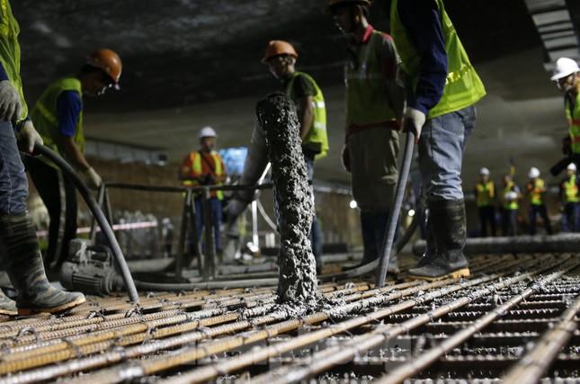 Trắng đêm đổ bê tông hợp long ga ngầm trên phố Kim Mã ảnh 7