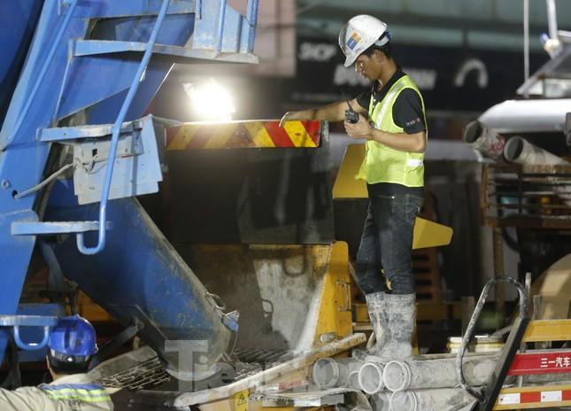 Trắng đêm đổ bê tông hợp long ga ngầm trên phố Kim Mã ảnh 10